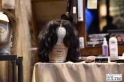 L'exposition permet de découvrir certains accessoires, comme ici une perruque portée par Alan Rickman dans Le prince de sang-mêlé © David Trotta