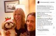 Photo de famille pour le chanteur Myles Kennedy. Fier du déguisement de son chien Mozart.