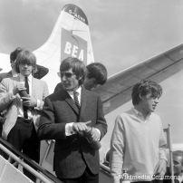 Il ne le sait pas encore, mais le Stone Brian Jones (à gauche) va démarrer la liste du club des 27 avec son décès survenu le 3 juillet 1969. Il est très rapidement rejoint par Jimi Hendrix, Janis Joplin et Jim Morrison.
