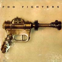Le premier album des Foo Fighters sort en 1995. Il est entièrement enregistré par Dave Grohl.
