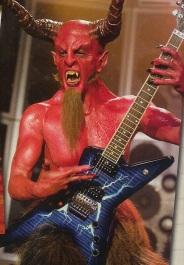 Difficile de le reconnaître, mais c'est bien Dave Grohl qui se cache sous le costume du diable dans le film Tenacious D.