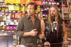 Hank tente tant bien que mal de faire plaisir à sa fille dans la série Californication. Jusqu'à lui acheter une Gibson Les Paul hors de prix. Les fans de hard rock auront évidemment reconnu le guitariste Zakk Wylde derrière le comptoir.