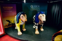 """Deux lions vêtus en Freddie Mercury ouvrent la visite du """"Queen Studio Experience"""" © David Trotta"""